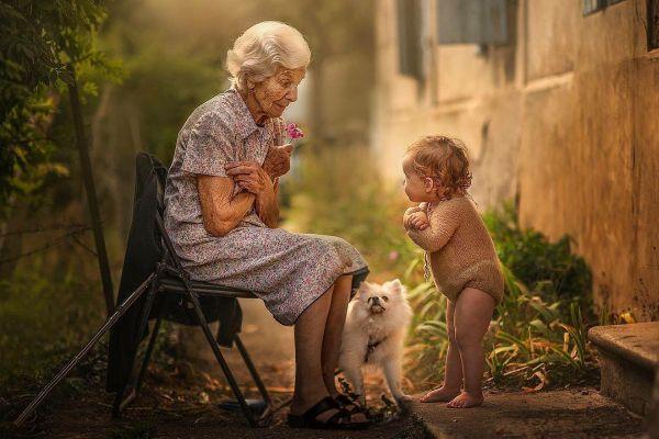 Fotógrafa faz registros mágicos de avós e netos