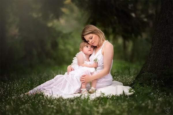 Fotógrafa faz ensaio com mães em tratamento contra o câncer