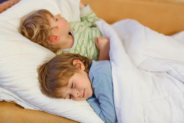 Crianças que tiram soneca mostram melhor desempenho e menos problemas de comportamento