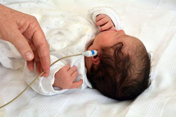 Teste da orelhinha: entenda por que e quando fazer em seu bebê