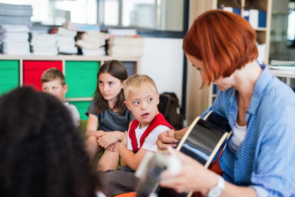 Como praticar a inclusão e ensiná-la para os filhos (com dicas práticas)