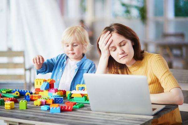 As mães que trabalham fora e o fantasma das férias escolares