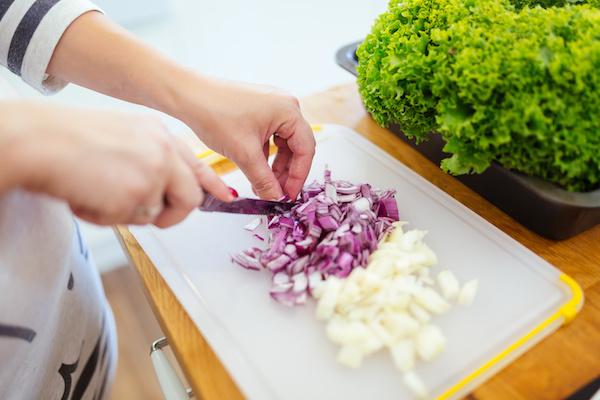 Estudo revela dois alimentos capazes de prevenir o câncer de mama (você tem em casa!)