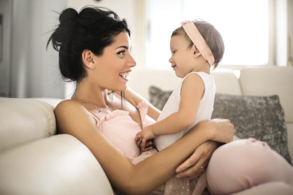 fala do bebê sendo estimulada pela mãe