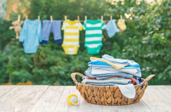 secando a roupa do bebê