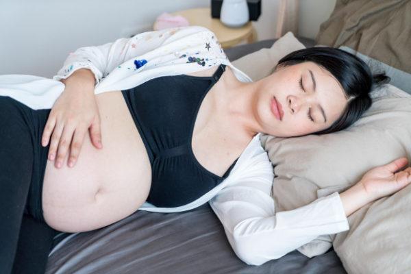 grávida deitada
