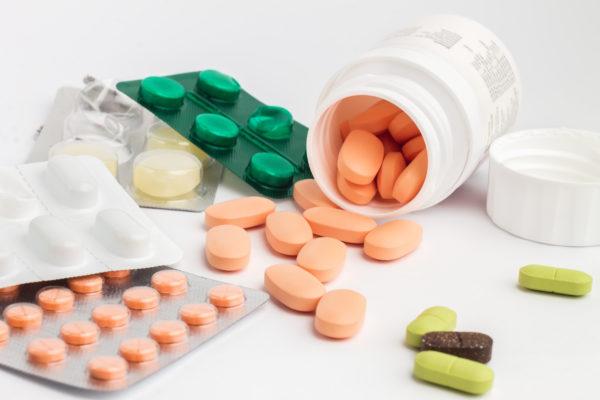 mix de remédios e comprimidos