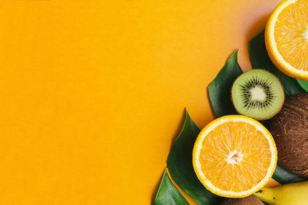 kiwi e laranja partidas ao meio